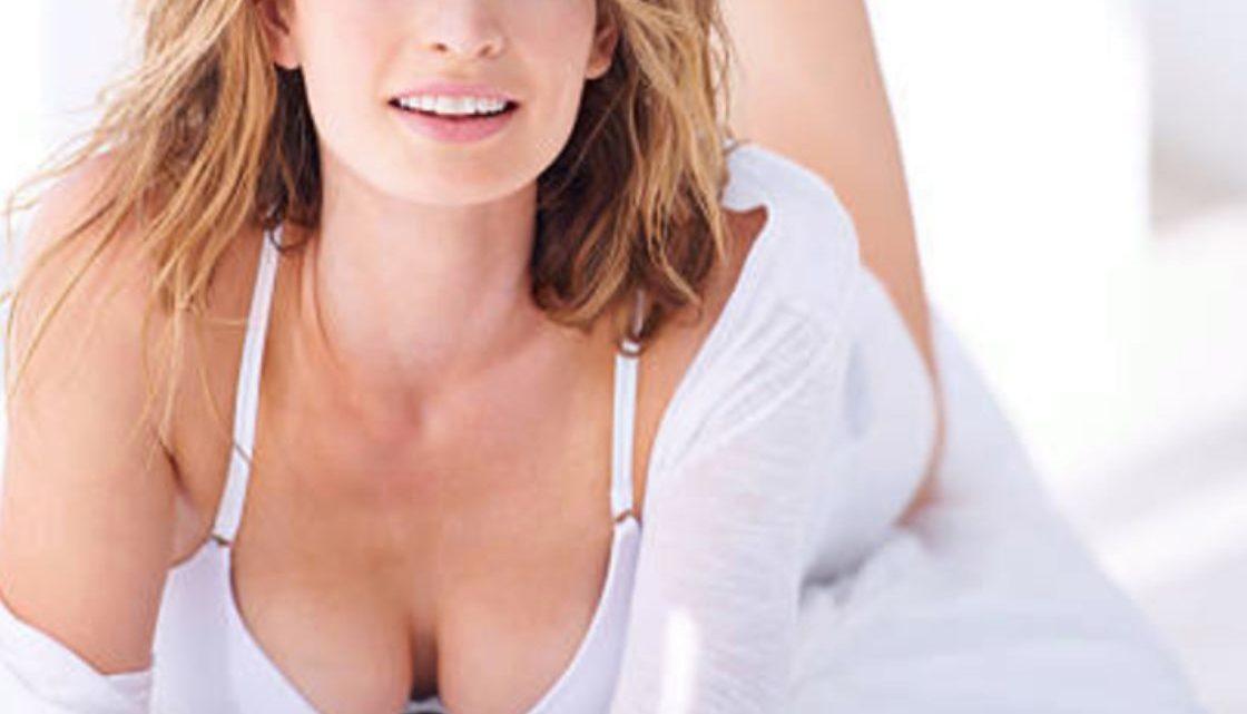 Augmentation mammaire, implant ou lipofilling : comment choisir?